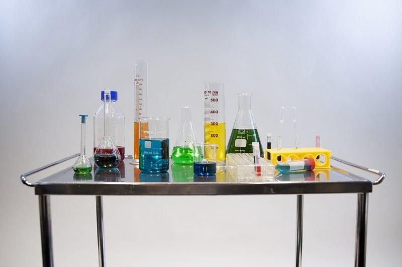 reactifs laboratoire